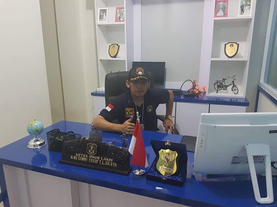 Ketua Umum Brigade Permesta / Ketua Umum Lakri HMS SAMUEL LEE LAHENGKO