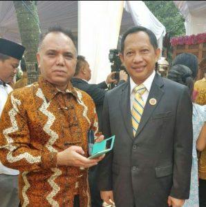 Ir. R. Haidar Alwi (kiri/batik) Bersama Mendagri Tito Karnavian